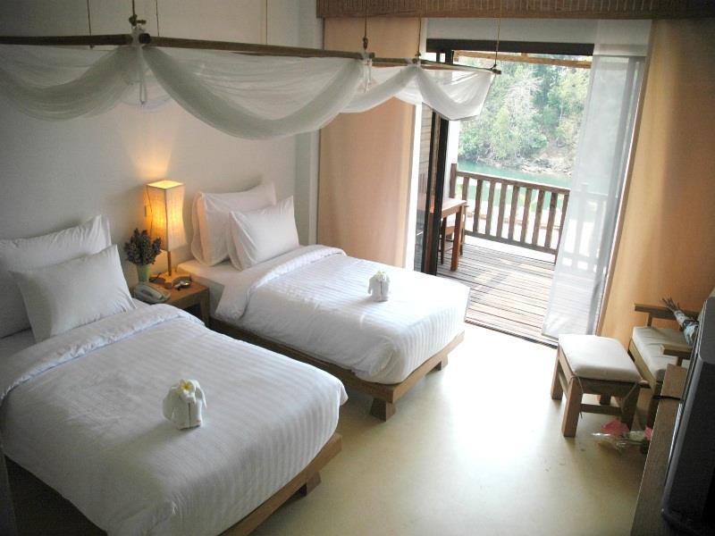 aana-bedroom